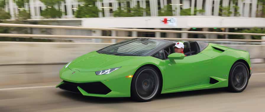NACHFOLGER Adieu Gallardo, hallo Huracán. Der neue Spross von Lamborghini soll in die Fußstapfen des Gallardo steigen, der das meistverkaufte offene Modell der Italiener war. Wie stehen die Chancen? Gut! Ein V10 katapultiert das Cabrio in 3,4 Sekunden auf 100 km/h – nix modernes Turbotriebwerk, guter alter Saugmotor. Schluss ist bei 324 km/h. Die PS-Zahl ist bei Coupé und Cabrio gleich und pendelt sich bei anständigen 610 ein. Viel Applaus darf sich der offene Huracán an den elitären Strandpromenaden dieser Welt erwarten.